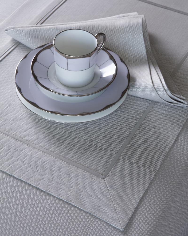 Подстановочная салфетка из ткани Salerno - цвет Perla, кантик Dolomia, состав хлопок 100%