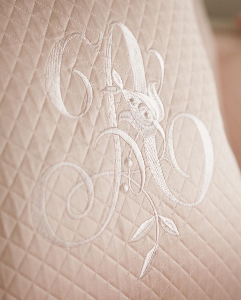 Декоративная подушка с вышивкой и валик Solo Rosa - fioridivenezia.ru