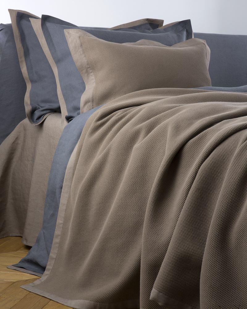 Покрывало с подушками Mare Riccio - fioridivenezia.ru
