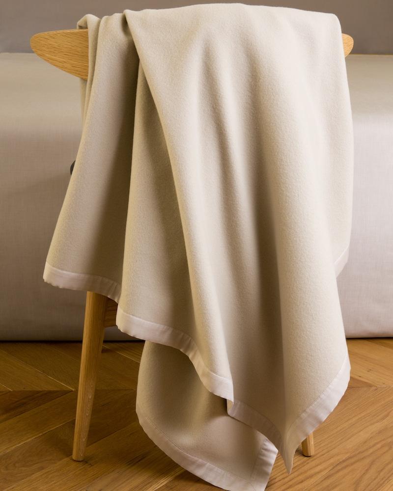 Плед и декоративная подушка Lana Sand - fioridivenezia.ru