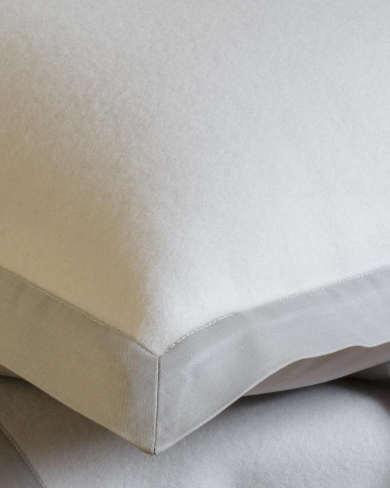 Плед и декоративная подушка Lana Castel - fioridivenezia.ru