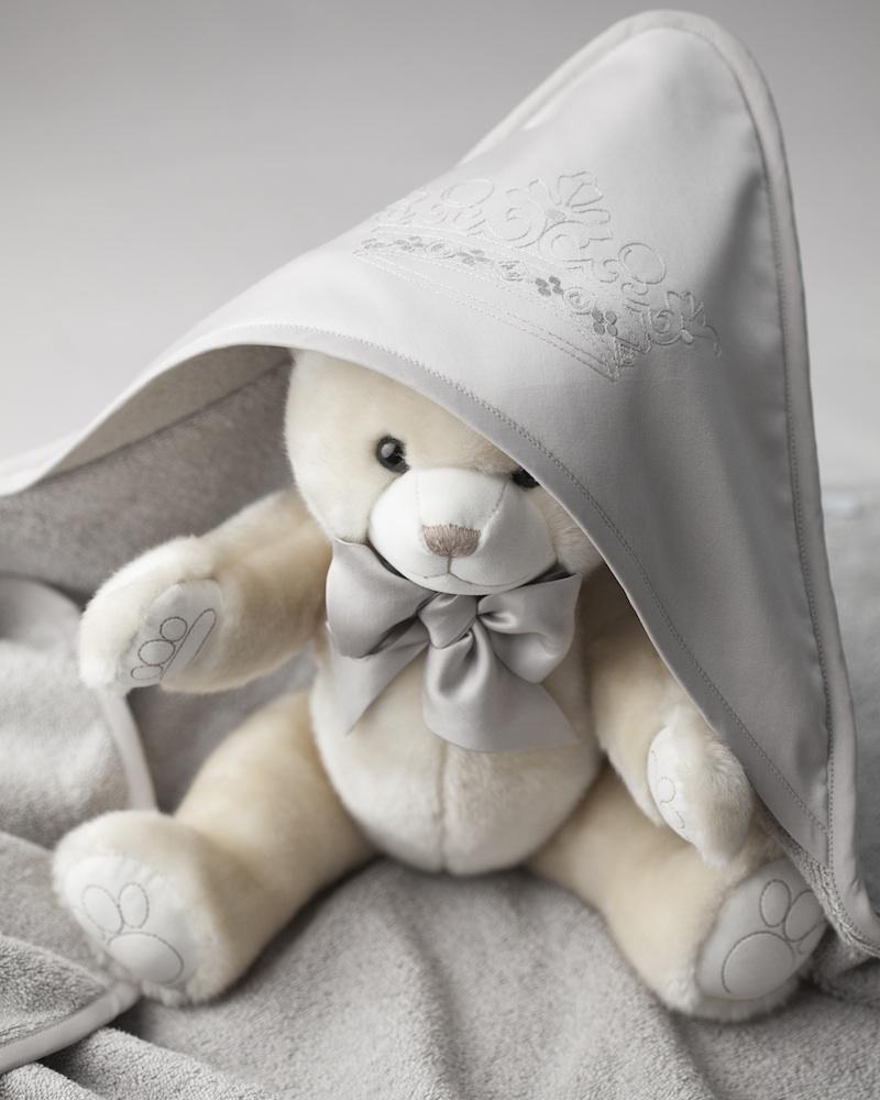 Банный махровый уголок с вышивкой на капюшоне и полотенце Corona Timo - fioridivenezia.ru
