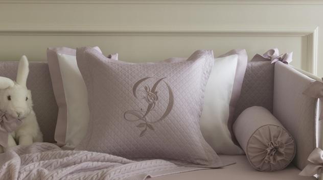 Вышивка на декоративных подушках
